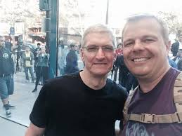 Apple CEO Tim Cook poses with PowerPage founder Jason O'Grady.