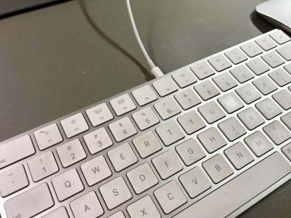 Apple's Magic keyboard and mouse don't support multiple Macs.